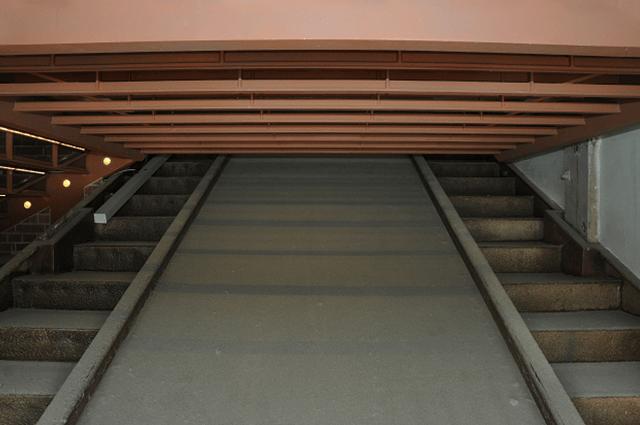 横浜赤レンガ倉庫1号館の階段室
