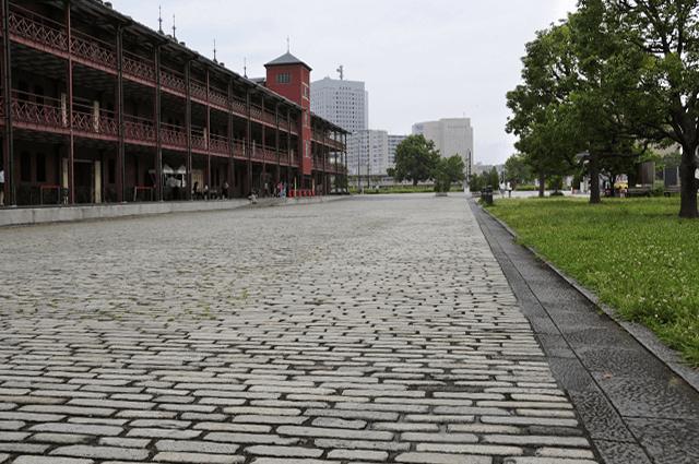 横浜赤レンガ倉庫1号館の石畳