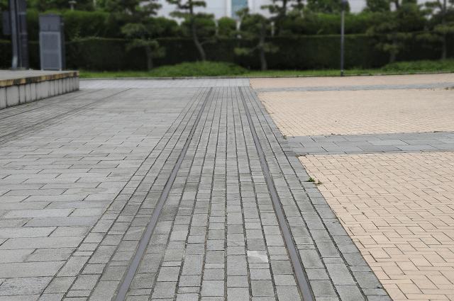 横浜赤レンガ倉庫1号館の鉄道レール