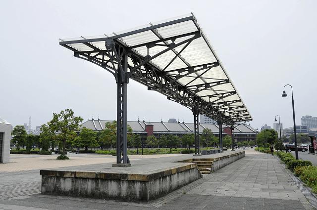 横浜赤レンガ倉庫1号館の旧横浜港駅プラットフォーム